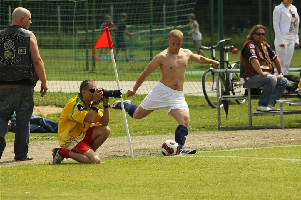 2011_06_25_weak_of_will_futbolas_jonava_014_20121212_1654126485